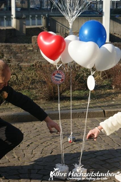 Luftballons zur hochzeit im bundesliga look for Luftballons duisburg