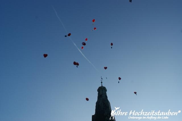 Herzballons fliegen lassen