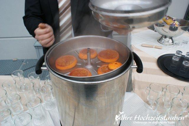 Glühwein statt Sektempfang -Veredeleung | ©Ihre Hochzeitstauben