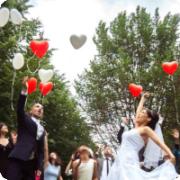Ballons zur Hochzeit fliegen