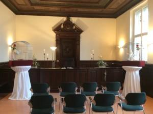 Weiße Hochzeitstauben in Petershagen