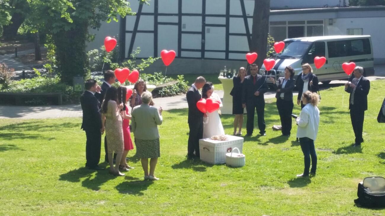 Hochzeitstauben und Sektempfang in Dortmund Wischlingen.
