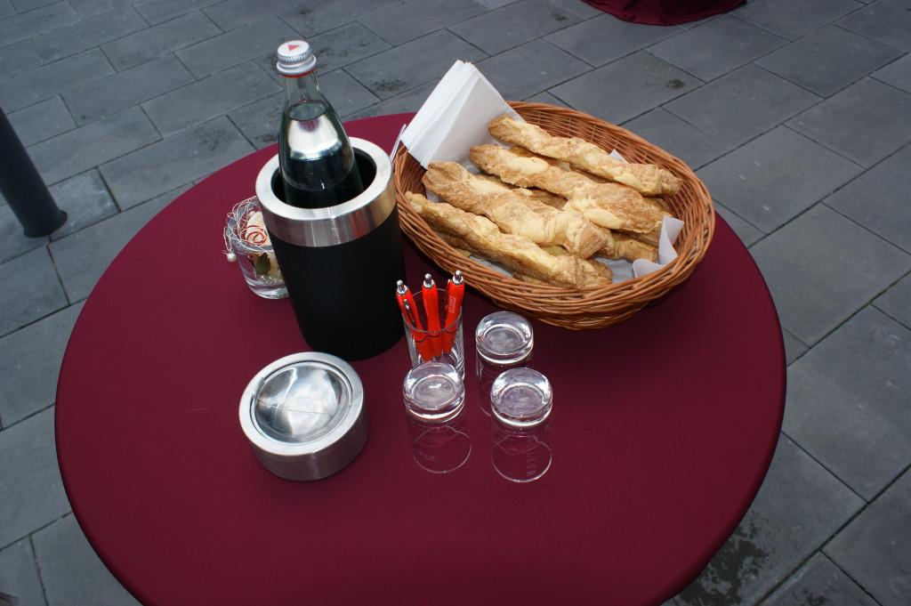 Käsestangen Stehttisch