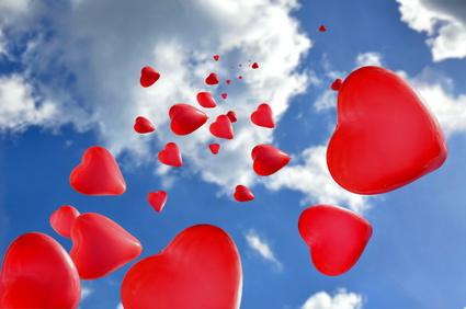 Lassen Sie Herzluftballons nach der Trauung fliegen. Unser Service umfasst auch die Lieferung vor Ort!