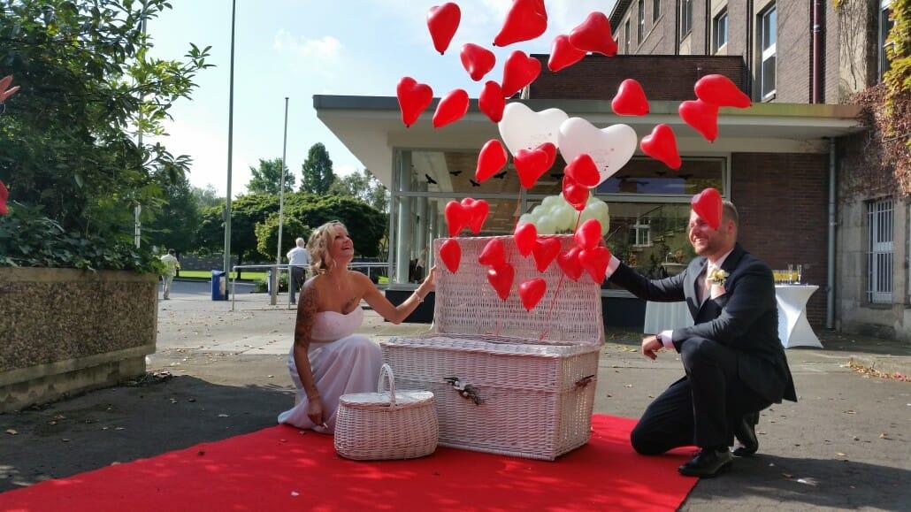 Ballons fliegen zur Hochzeit Duisburg Rheinhausen
