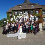 Hochzeitstauben und Ballons zur Hochzeit auf Schloss Linnep Ratingen Breitscheid Bsp4