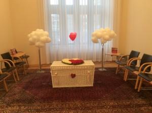 Weiße Hochzeitstauben in Osnabrück mit Ballon Service und Sektempfang