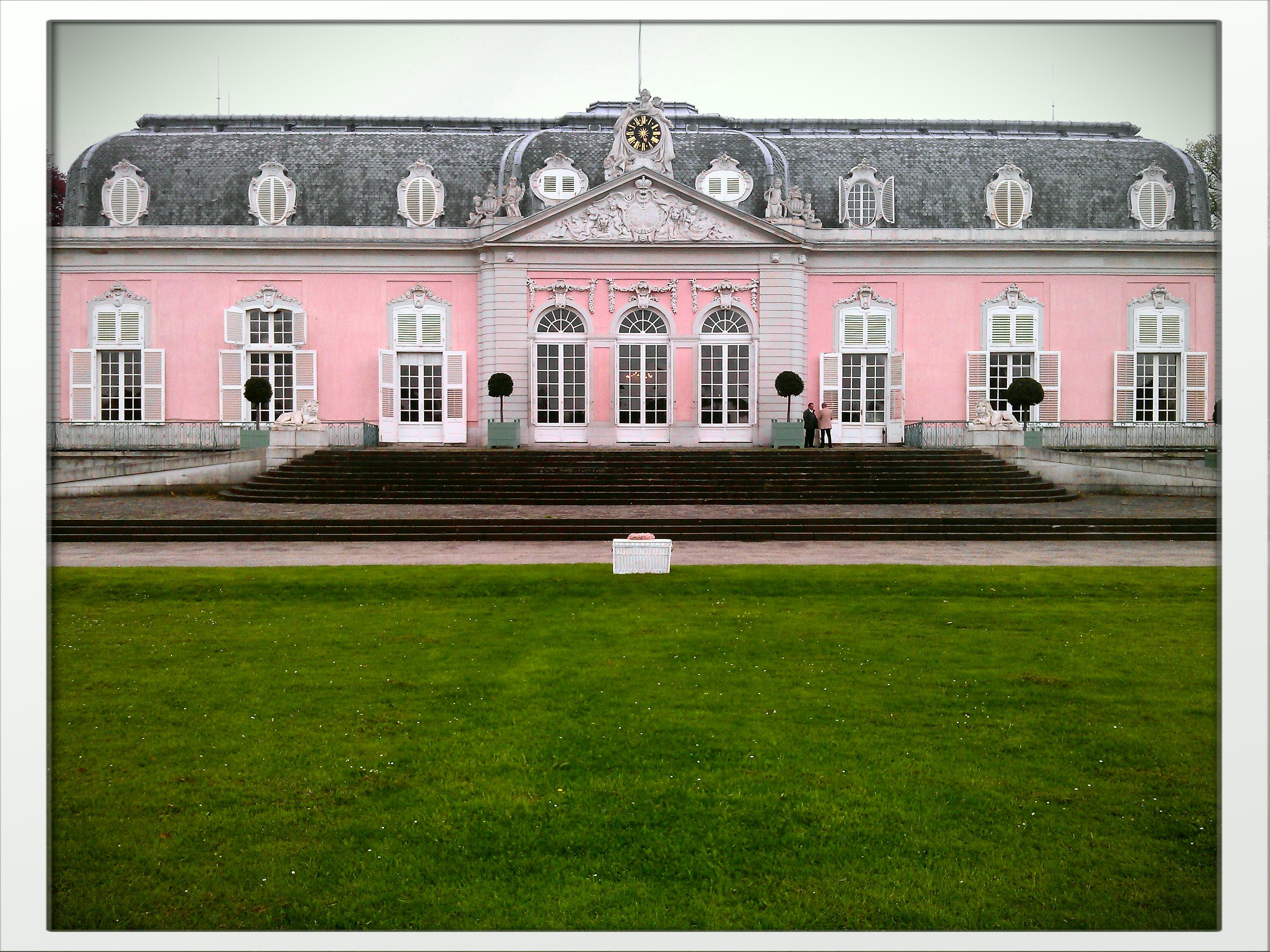 Wei E Tauben In D Sseldorf Am Schloss Benrath